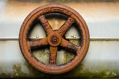 Zu <-> Auf (lumofisk) Tags: wheel germany de deutschland 50mm rust europa europe rad speiche spoke nrw duisburg rost auf nordrheinwestfalen zu 225 landschaftsparknord 50mmf18 northrhinewestphalia nikondf