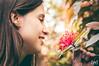 (Wag Costalonga) Tags: woman flower nature girl beauty smiling natureza mulher flor wag garota jovem flôr cheiro tonalidades costalonga