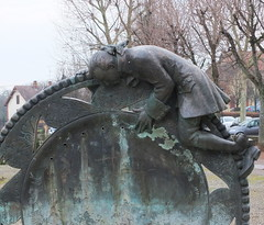 Chez Virginie et Yann, troisime journe . (Chti-breton) Tags: bronze fontaine engrenage