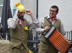 Performers at Kendal Food Festival 2016 - 4 (Tony Worrall Foto) Tags: show county uk england silly fun outside funny stream tour open place northwest unitedkingdom candid country north visit location event cumbria area glove trick northern update performers attraction busk kendal entertainers welovethenorth