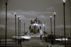 monumento goleta ancud punta arenas (sapunaralex) Tags: blackandwhite blanco persona luces calle nikon barco y monumento negro nubes punta farol arenas historia estrecho goleta magallanes turista ancud puntaarenas reconocimiento d3200