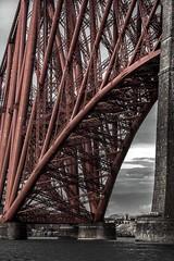 Forth Bridge (Matthias-Hillen) Tags: bridge red bw white black rot island scotland edinburgh railway insel prison forth matthias sw schwarz firth schottland firthofforth forthbridge eisenbahnbrücke hillen inchgarvie weis gefängnis matthiashillen