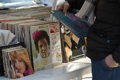 Mi ritorni in mente (@ntomarto) Tags: street italy disco strada italia song musica singer mercato cantante openmarket dischi vinile battisti luciobattisti miritorniinmente antomarto ntomarto