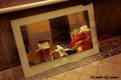 Lo que nuestras cosas reflejan de nosotros mismos/Our things are the reflection of our lives (En medio del camino) Tags: madrid street espaa reflection abandoned mirror calle spain garbage europa europe espejo reflejo basura callejeando wandering abandonado