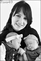 Leslie & ses filles. (nanie49) Tags: family famille portrait baby france familia twins nikon famiglia retrato mother nb bn mum newborn d750 maman francia bb jumelles mre nouveaun reciennacido gemeles nanie49