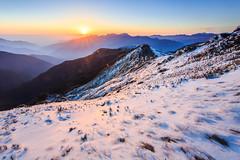 (samyaoo) Tags: park longexposure light sunset sea sky mist snow tree car fog clouds star march nationalpark main taiwan trails peak  galaxy national      milkyway  seaofclouds tarokonationalpark nantou           hehuanshan                hehuanmountains