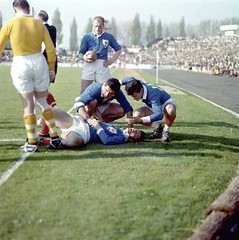 France England 1958 NOT MINE - DO NOT COPY (Frederic Humbert (www.rugby-pioneers.com)) Tags: france competition argentique blessure colombes stadeyvesdumanoir parutionlivre saison19571958