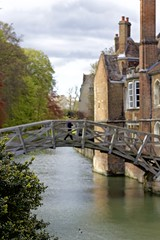 crossing (Benedict Flett) Tags: bridge cambridge england river cam queens queenscollege rivercam
