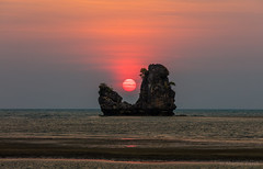 Magic Place (FAM Martin Z) Tags: travel sunset sea sky cloud mist color reflection beach nature water colors beautiful rock stone clouds landscape nice glow quiet calm sharp malaysia lonely langkawi extra lacan sharpness seldom canon5dsr 5dsr