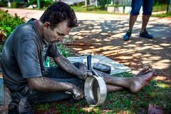 por Sarah (Rey Cuba) Tags: shadow summer man hot history cub outdoor cuba cleaning spanish bahia caribbean capitolio cuban habana midday historia calles cabaa workingman pans caribe lahabana fuerte limpiar cazuelas cubaphotos cubafotos callesdecuba reycubaphotography wwwflickrcomphotosreycuba wwwfacebookcomreycubaphotography wwwfacebookcomreycubaphotogr wwwreycubaphotographycom cubanworkingman