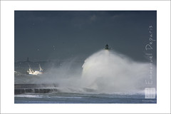 wave fishing boat and lighthouse (Emmanuel DEPARIS) Tags: sea mer storm de nikon boulogne sur cote pas phare emmanuel calais manche semaphore tempete dopale deparis d810