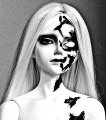 Dikadoll Galois Zombie (ok2la) Tags: bw white black dead death blood doll zombie 5 gritty sean crop bjd bloody dika dikadoll img2016020903298
