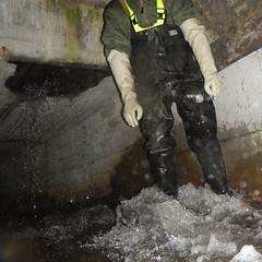 Westgate-Kanal5468 (Kanalgummi) Tags: rubber jacket gloves worker bomber exploration sewer waders kanalarbeiter bomberjacke gummihandschuhe gummihose chestwaders goutier wathose