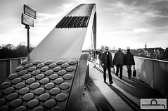 De passant #6 (Peter Jacques) Tags: street bridge portrait people sun shopping spring streetphotography brug portret lente zon streetview passant passer mensen 2014 winkelen straatfotografie voorbijganger
