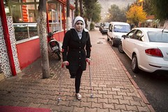 noor_3_9c312f058d2ce960-700 (cb_777a) Tags: war disabled syria crutches handicapped amputee onelegged