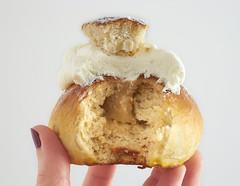 Swedish buns / Lenten Buns (IFeelCook) Tags: easter almond buns marzipan nata semlor sweetbuns lent cardamom semla almendra mazapn cardamomo swedishbuns ibanyarza lentbuns bollosdecardamomo bollossuecos bollosdecuaresma scandinavianrecipes
