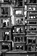 feira_largo-15 (Ismael Alencar) Tags: street urban monochrome photography miniature artesanato pb feira curitiba artistas rua miniatura musicos zumbi bonecos