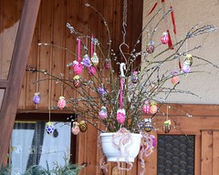 (Gerlinde Hofmann) Tags: germany easter village handmade thuringia catkin crocheted veilsdorf easteregg easterdecoration