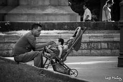 Father's love (leoleamunoz) Tags: street blancoynegro monochrome familia calle father callejero monocromatico