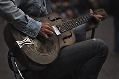 National Duolian (gus) Tags: street music guitar blues streetartist 1800 chitarra 135mm steelguitar 28 vintageguitar 00mmf00 nationalduolian nikond750