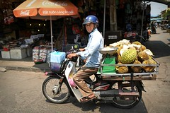 Streetlife in Hoi An, Vietnam (Iam Marjon Bleeker) Tags: market transport scooter vietnam hoian transportation jackfruit marketofhoian vpdag91060320g2r