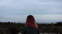 Mar enll (lluiscn) Tags: red woman girl hair landscape mar espaldas mujer rojo cel natura redhead espalda vermell redhair aigua pelirroja dona platja taronja paisatge nvols cabell valncia airelibre saler roig mirant xica esquena esquenes naturalesa garrofera matolls pl plroja