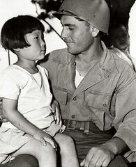 A soldier part of the Turkish Brigade with a Korean child. 1950  1953, Korea. [800 x 600] #HistoryPorn #history #retro http://ift.tt/1WB67sd (Histolines) Tags: history soldier child with korea x retro part korean 600 timeline 800 1950 turkish brigade 1953  vinatage a historyporn histolines httpifttt1wb67sd