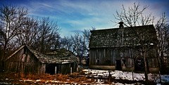the best days are past...(HFF) (BillsExplorations) Tags: old abandoned barn rural vintage fence ruins decay farm ruraldecay farmstead shuttered prophetstown farmyard abandonedfarm barnsandfarms ruraldeterioration abandonedillinois fencefriday