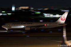 Itami Airport at night 2016.1.31 (1) JA612J / JAL's B767-300 (double-h) Tags: airplane jal observationdeck itamiairport  itm b767  osakaairport b767300  rjoo  ef70200mmf4lisusm ja612j   lasora eos7dmarkii