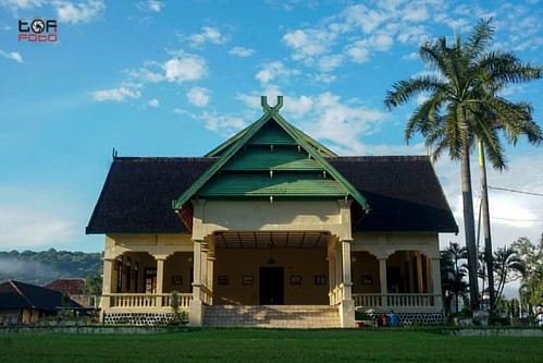 Asi Mbojo, Istana Kesultanan Bima.  Salahsatu peninggalan perjalanan sejarah Bima. Di Indonesia hanya ada beberapa yg memiliki peninggalan berupa bangunan bekas kerajaan/kesultanan.  Yang lain bahkan yang memiliki peradaban yg terkenal di Nusantara... MAJ