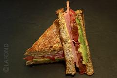 Samedi-samewich (Jacques Lafond) Tags: tomato avocado ham sandwich tomates humus jambon avocat