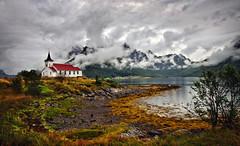 sildpollnes church 1c (Bilderschreiber) Tags: sea cloud mountains church norway norge norwegen kirche wolke berge kelp fjord tang sildpollnes
