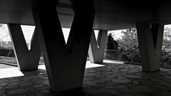 Lyon - Piliers d'immeuble. Annes 60. Jeux d'ombres et de lumire. (Gilles Daligand) Tags: blackandwhite architecture lyon noiretblanc patio lumiere beton immeuble ombres rhone architecte jeux graphisme piliers touret