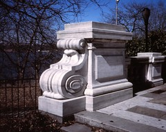 NYC_RVRSIDE_S&S_014 (TNoble2008) Tags: plaque pier scroll 1902 materialstone typemonument materialstonemarble materialstonemarblevermont alphanumericincised ornamentcartouche architectstoughtonandstoughton ornamentguttae sculptorpauleduboy materialstonemarblevermonteastdorset