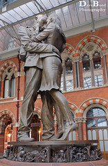 The Meeting Place (Dave Bond Photography) Tags: sculpture london station statue metal kiss publicart stpancras paulday themeetingplace