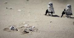 What is that Thing ? (melix200) Tags: nature rebel star sand war desert lego helmet battle scene r2d2 empire stormtrooper clone r2 legostarwars c3po blaster rebels battlefront legotoy legomania legofan legopic leogmoc