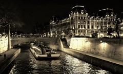 """Le """"36"""" monochrome (Thierry.Vaye) Tags: paris seine 36 péniche nuit quai nocturne"""