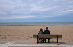 (martine_ferron) Tags: mer couple deux plage banc