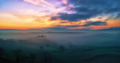 Before sunrise from San Quirico (Fabrizio Massetti) Tags: red sun green fog rural sunrise tuscany siena pienza toscana cambo rodenstock phaseone sanquirico