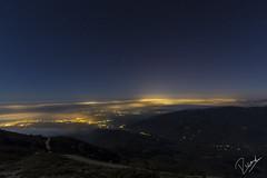 Ni totes les llums podem apagar les estrelles (Ricard Snchez Gadea) Tags: espaa night canon stars noche catalonia cielo estrellas catalunya es 16mm catalua nit norte 6d 1635 montseny luzdeluna airelibre boires nort contaminacioluminica estrelles eos6d turodelhome canon1635 canonistas canonef1635mmf28liiusm canon6d elvallsoriental llumdelluna canoneos6d 6dcanon 6deos