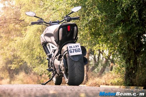 2016-Ducati-Diavel-16
