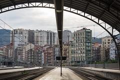 Toda la va por delante (Juan Ig. Llana) Tags: arquitectura edificios bilbao bizkaia arco estacin estructura vas