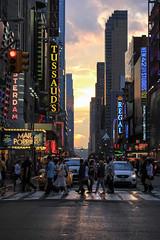 Mary Poppins calling (Randgruppenknipse) Tags: street people sun streetart newyork colours sundown streetphotography busy manhatten