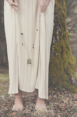 Portraits ~ Arduina (Marie l'Amuse) Tags: autumn wedding portrait feet forest automne collier bride necklace woods nikon dress robe cage jewelry bijou mariage pieds foret matte bois amuse marie bidule bidules d7200