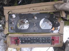 Un enquteur tient le panneau carburant (BSTCanada) Tags: accident chicoutimi bst aronautique a09q0203