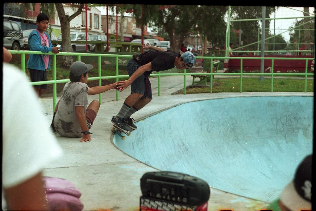 Balti Trick (catatonic0) Tags  chile color film 35mm skateboarding kodak  board 666 bowl 2c6049e01277