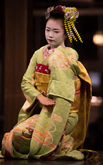 (byzanceblue) Tags: flower cute green girl beauty yellow japan japanese dance kyoto shrine stage traditional maiko geiko geisha    kimono obi gion trad pontocho   hanamachi  yasaka kanzashi         ichiyui