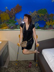 amp-1098 (vsmrn) Tags: woman crutches amputee onelegged