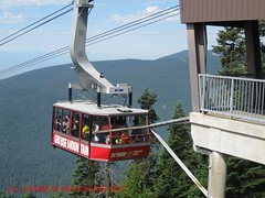 2015 0629 05 CABLE CAR GROUSEMOUNTAIN VANCOUVER (Andrew Reynolds transport view) Tags: canada car vancouver 05 cable gondola ropeway grousemountain 2015 0629 car america north columbia cable britsh