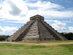 "Chichen Itza: el Castillo <a style=""margin-left:10px; font-size:0.8em;"" href=""http://www.flickr.com/photos/127723101@N04/25863513691/"" target=""_blank"">@flickr</a>"
